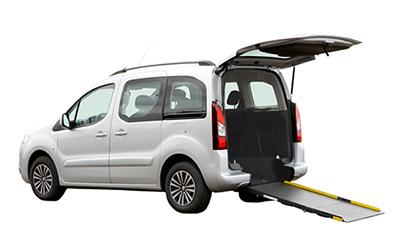 Anpassad och bakgolvsänkt Citroën Berlingo / Peugeot Partner med rullstolsramp