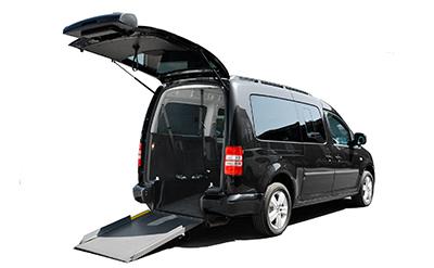Anpassad och bakgolvsänkt Volkswagen Caddy med rullstolsramp