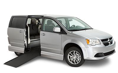 Specialanpassad och specialombyggd Dodge Caravan med golvsänkning och utfällbar ramp